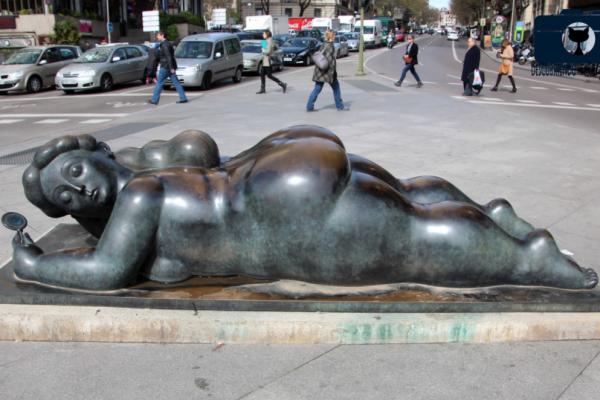 Mujer del espejo en Madrid